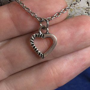 ❤️ Textured Heart Necklace Tibetan Silver 4for$20